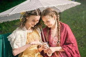 две девочки в театральных костюмах, фотограф в липецке, фото липецк, фотограф липецк