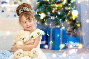 девочка с медвеженков около елки, фотограф в липецке, фото липецк, фотограф липецк