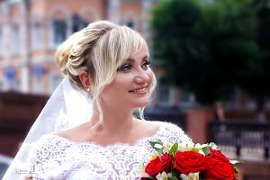 невеста улыбается и держит букет, фотограф в липецке, фото липецк, фотограф липецк